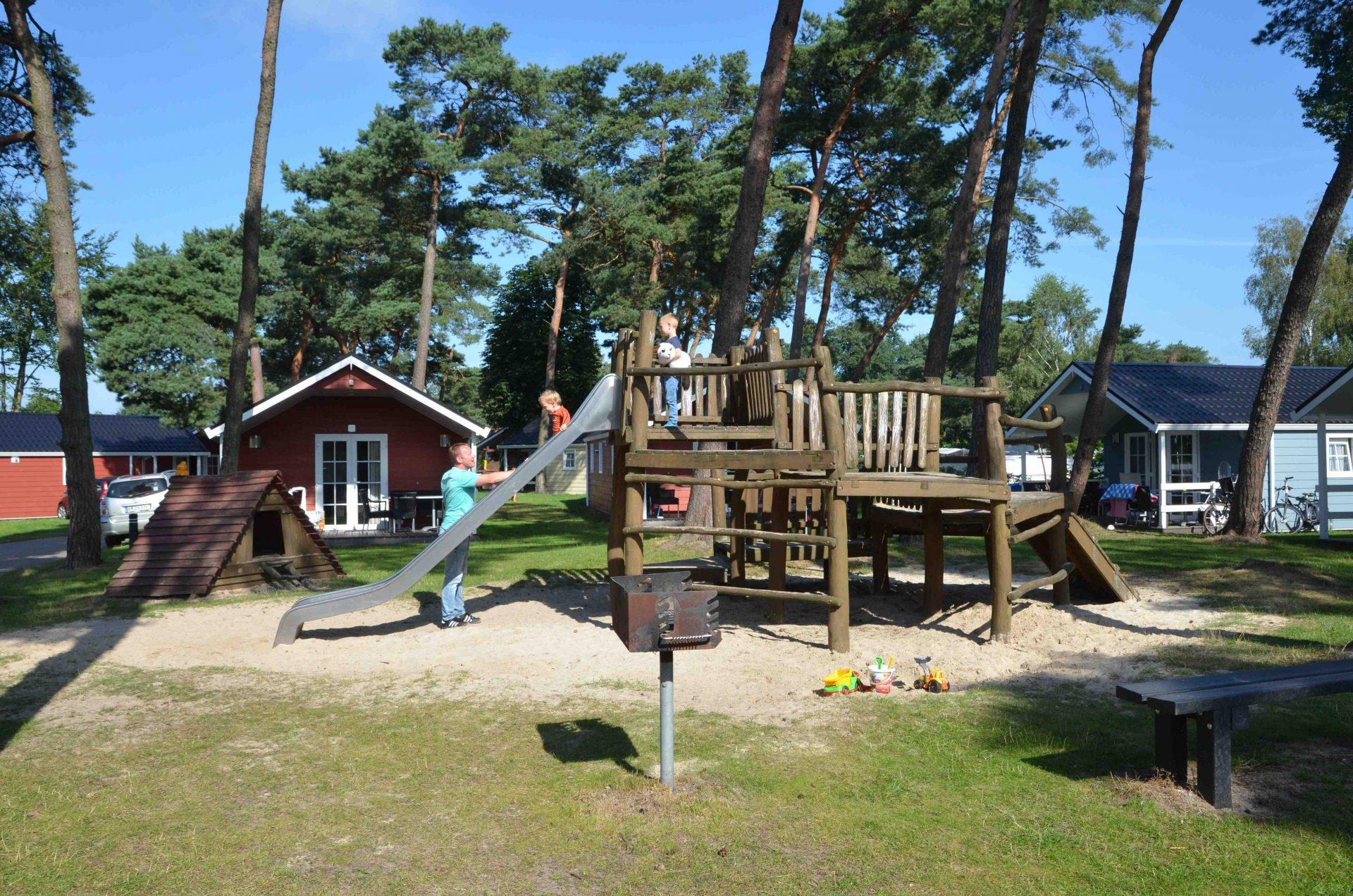 lodges 4 personen holland campings. Black Bedroom Furniture Sets. Home Design Ideas