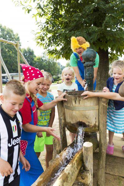 Viel Unterhaltung beim Camping in Holland - Spielen mit Wasser
