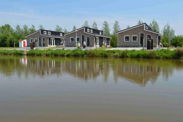 Schöne Ferienhäuser am Wasser
