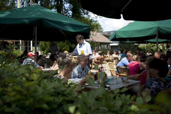 Campingplatz mit Restaurant - Terrasse Ferienpark Beerze Bulten